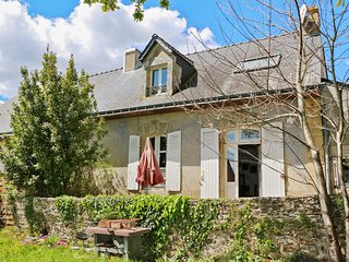 Comfortable, 2-bedroom house near Lorient with Internet, a furnished terrace and breathtaking views!, Lanester