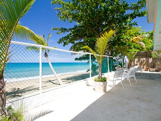 Beautiful Beachfront 5 Bedroom with Large Patio, Rincón