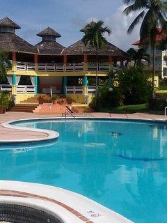 Pool restaurants & Bar