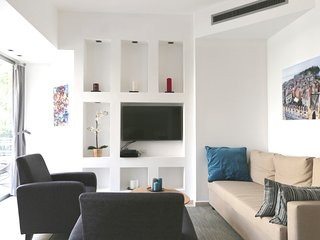 Bright & Spacious 2 Bed/2 bath apt - Gordon beach, Tel Aviv