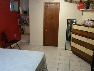 Pretty JFK studio apt in the basment.. pvt bathrm,, Woodhaven