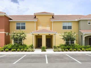 Beautiful 4 Bedroom Townhome with private pool