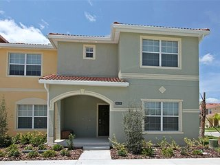 Paradise Palms 5 Bedroom Townhome with Splash Pool