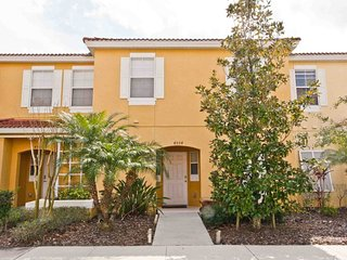 Bella Vida 3 Bedroom Townhome with Splash Pool