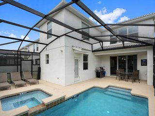 Amazing 5 bedroom home with private pool