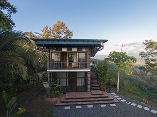 Mountaintop House with Breathtaking Views, Parrita