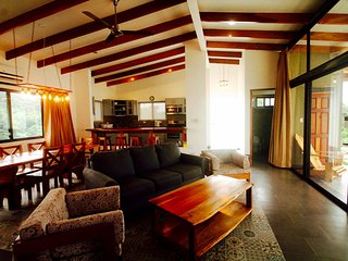 2 BR Villa, Ocean View, Pool, Hilltop Location ST, Santa Teresa