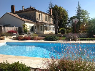 Stunning and Luxurious Maison de Maitre, large private pool, sleeps 10+2,