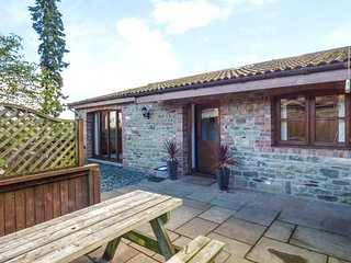 THE OLD DAIRY 2, ground floor barn conversion, pet-friendly, WiFi, Mitcheldean,