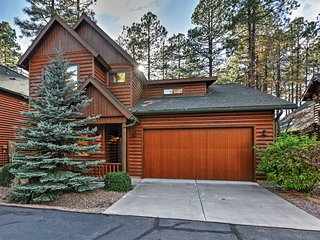 5BR Pinetop Cabin w/Game Room!
