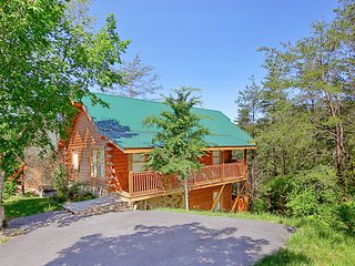 Hideaway Pines - 2BR/2BA Smoky Mountain Cabin