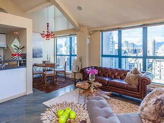 HIGH END LUXURY LOFT-FANTASTIC CITY &MOUNTAIN VIEW