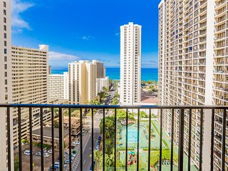 Panoramic Ocean Views |1 Block from Beach | Parking & WiFi, Honolulu
