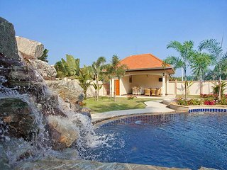 Private 4 bed family pool villa, Nong Pla Lai