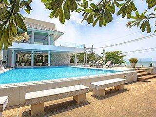 3 bed pool villa in beachside resort, Bang Lamung