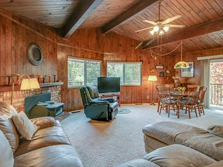 Charming mountain getaway, with shared tennis, pool & easy lake access