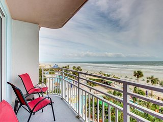 Oceanfront condo in 5-star resort with swimming pools, hot tubs, arcade, & more!, Daytona Beach