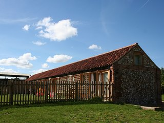 Ecofriendly, luxury barn conversion on beautiful farm- Barn Owl at North Farm, Aylsham