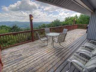 5BR Fantastic Views, Pool Table, King Bed, Stone Fireplace, Leather Furniture, Blowing Rock