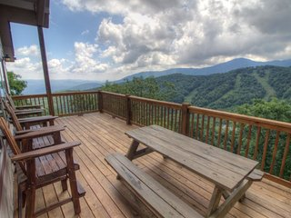 3BR Updated, Huge Layered Views, Breathtaking Views of Grandfather Mountain, Seven Devils