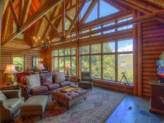 5BR Elegant Cabin in Valle Crucis Area of Boone, Views, Hot Tub, Sauna, Game Table, Walk to Watauga River, Sugar Grove