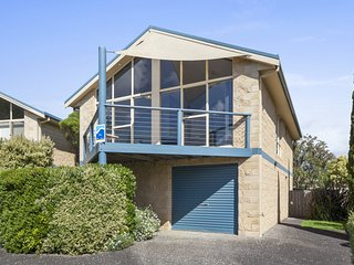 VILLA PASCOE 6 - SUPERB LOCATION IN CENTRAL APOLLO BAY