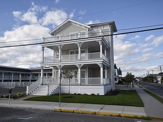 Cape May 3 BR/2 BA House (Surf Apartments 49957)