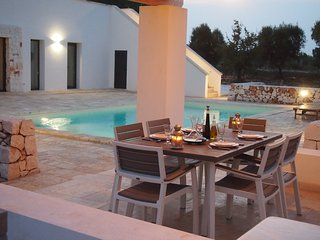 Contemporary 2 bedroom 2 bathroom Villa with large private pool.