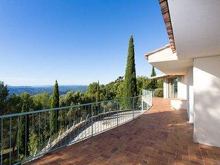 Villa tres calme avec piscine privee, vue superbe sur la baie de Cannes