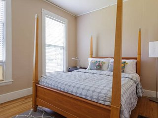 JP Gem near T 2BR sleeps 6! Spacious and Clean, Boston
