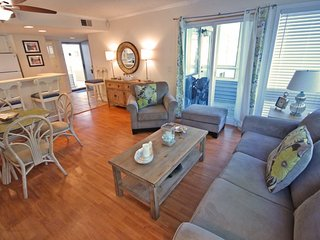 Teastefully Decorated 1st Floor, Only 2 Blocks from the Beach 20178