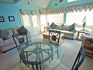 Nicely Decorated, Updated Condo. 1 Block to the Beach 27610, Arcadian Shores