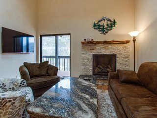 Updated condo, huge deck over looks creek and mountains, shared hot tubs/pool, Frisco