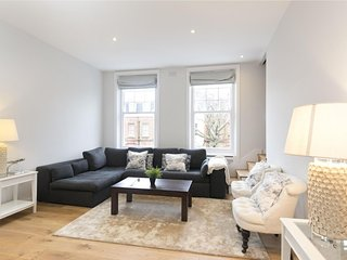 Philbeach Gardens Mansion IV apartment in Kensington & Chelsea with WiFi.