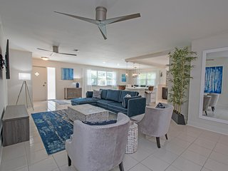 Starfruit Beach House-Heated Pool-Grill-Bikes-Walk to Beach, Napels