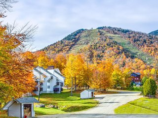 Ski-in/ski-out at this Killington Resort condo w/ tennis & shared pool & hot tub