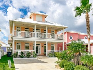 4BR Royal Sands House, Close to Beach & Town