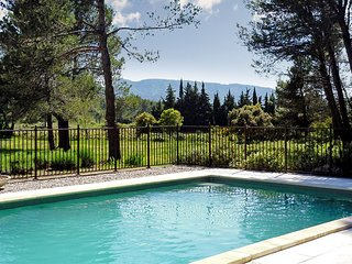 Stunning villa in Provence with large pool and garden, Eygalieres