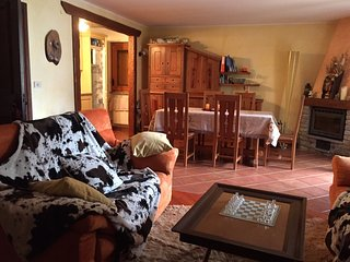 Spacious flat in the spa town of Pre Saint Didier, Valle d'Aosta, w/ 3 bedrooms and mountain views, Pre-Saint-Didier