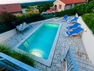 Bungalow with pool, stunning view