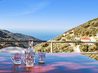 Lovely island house near the west coast of Crete with sea- and mountain views, air con and WiFi, Kissamos