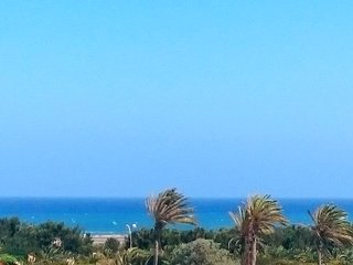 Sea-view flat 500m from beach