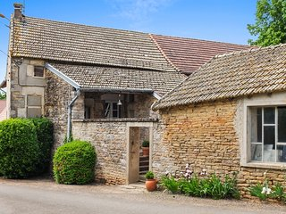 Le Clos de Grevilly – traditional village house in Burgundy with 2 bedrooms and sunny garden, Cruzille
