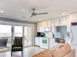 Sea-cret Hideaway: Oceanfront, Newly Renovated-N, Topsail Beach
