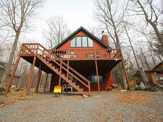 Hideout Poconos Rental One Block from Beach,Ski, Lake Ariel