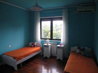 Cozy Room with Pleasant Lake View, Tirana