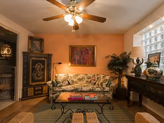 View home in Centro/Downtown. Upscale home with beautiful decor