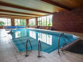 CWMTWRCH COTTAGE, indoor heated swimming pool, on-site facilities, private