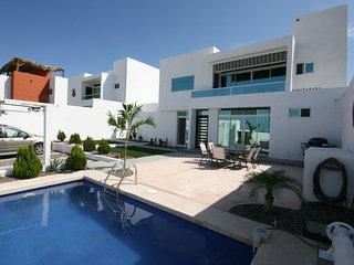 Beautiful New House with Ocean and City Views, La Paz