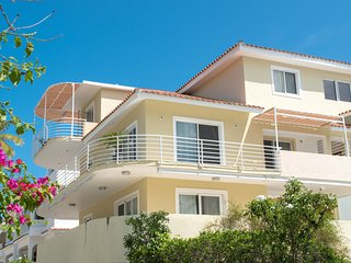 LUX PENTHOUSE, 3 BR, SEA/POOL VIEW, LOS CORALES!